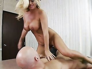 Johnny Sins gets pleasure from fucking Kristal Summers