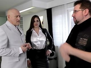 Cathy Heaven and Wendy Moon take turns at bouncing on a hard dick