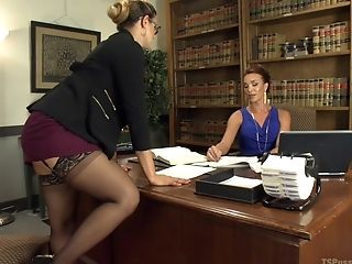 Penny Barber gets her pussy filled with  tranny's penis in the office