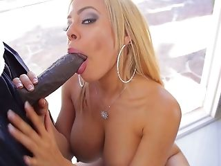 Hot blooded mandingo fucks big tittied blonde Luna Star