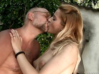 Teen gives unbelievable oral pleasure to hard cocked dude by blowing his worm