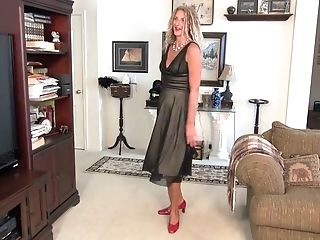 Middle aged blonde Zoe Marks is finger fucking her insatiable punani