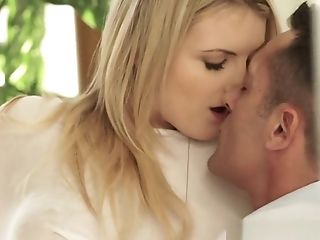 Alluring babe fucked after giving bj