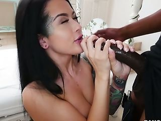 Sporty girl gets blindoflded and fucked by two strong BBC owners (FMM)