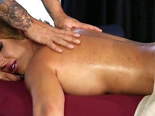 Massage leads to sex as Richelle Ryan is horny as fuck