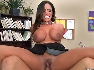 Ariella Ferrera fucks a hot fellow as her girlfriends watch